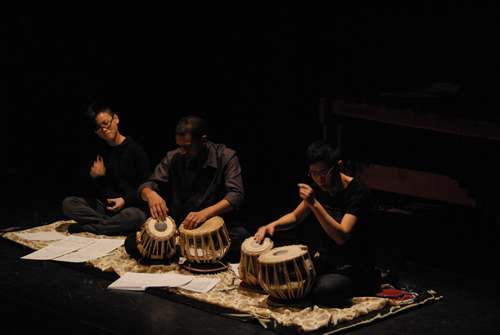Margie's Recital at Hong Kong Arts Centre 2009, Guess performers: Dr. Tareef Hayat KHAN( Tabla),  Ms Ho Yi-on (Percussion)